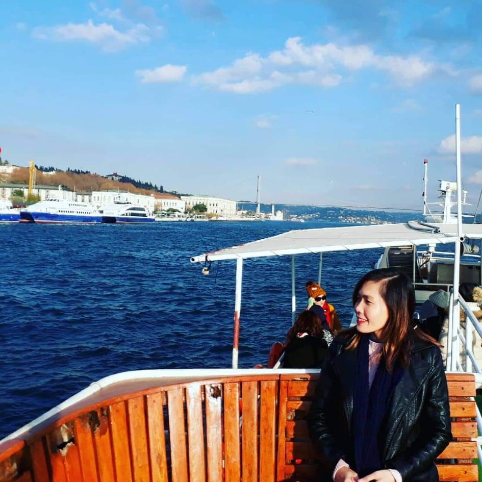 Lướt du thuyền ngắm thành phố nối hai lục địa Á-Âu