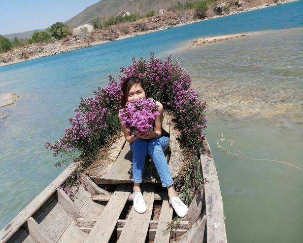 Thuyền hoa Hồ Đá Xanh