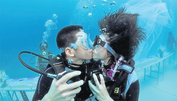 Trang Underwater Wedding Ceremony 2013