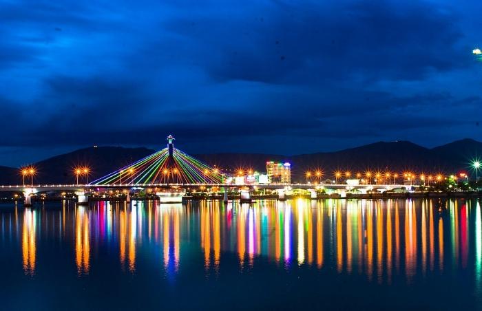Cầu sông Hàn - niềm tự hào của người dân Đã Nẵng