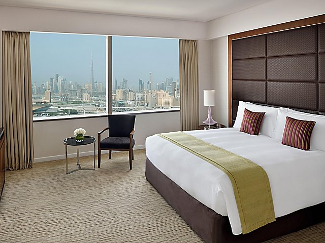 Spacious king bedroom overlooking the rich city of Dubai
