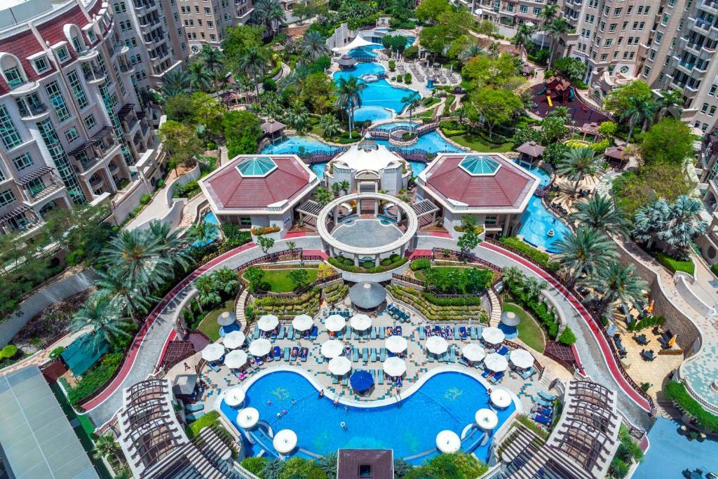 Hồ bơi tại Swissotel Al Murooj Dubai - một trong Hai khách sạn tuyển thủ Việt Nam ở tại UAE